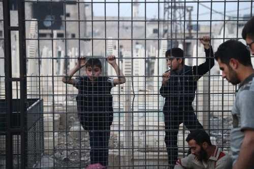 Un hombre sirio asesina a un empleado adolescente por llegar…