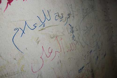 Actores sirios representan una obra de teatro sobre los prisioneros…