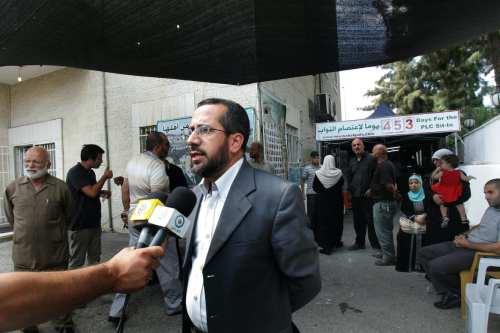 Israel prolonga la detención de un ex ministro palestino en…