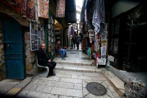 La AP rechaza el proyecto del jardín israelí sobre los…