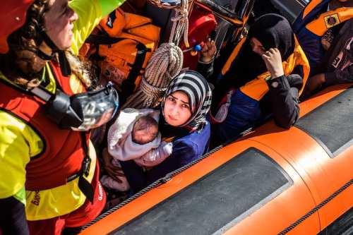 Un barco de una ONG francesa salva a 236 inmigrantes…