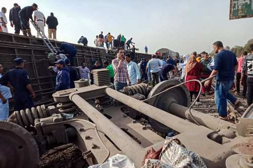 Un tren de pasajeros descarrila en Egipto provocando víctimas mortales