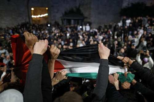 Jerusalén: Los palestinos celebran la eliminación de las vallas israelíes…