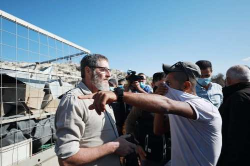 Colonos israelíes atacan viviendas palestinas en Nablus