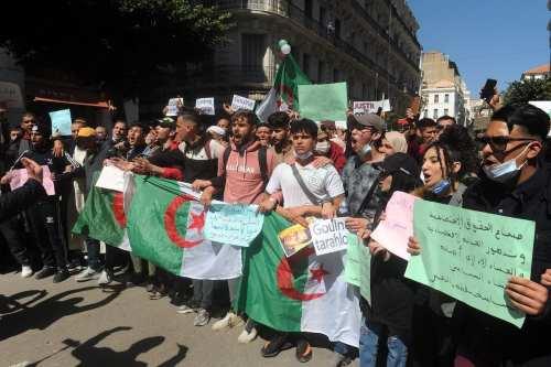 Argelia impone restricciones a las manifestaciones públicas