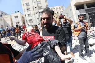 Israel continúa con sus ataques aéreos en Gaza, el 16 de mayo de 2021 [Mohammed Asad/Middle East Monitor].