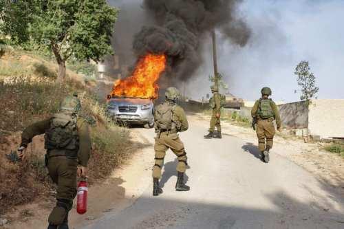 Colonos israelíes incendian tierras agrícolas palestinas en Nablus