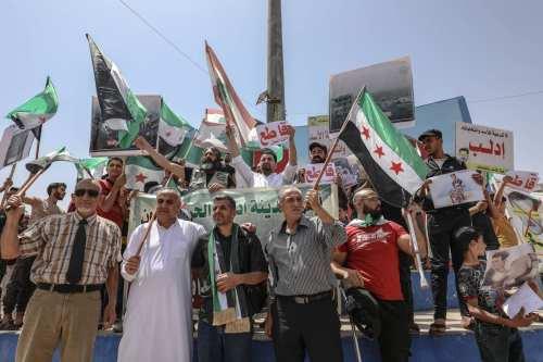 Miles de personas en Siria protestan contra las elecciones del…