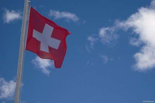 Una diplomática suiza cae al vacío desde su embajada en…