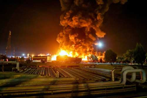 El incendio de una refinería de petróleo en Irán sigue…