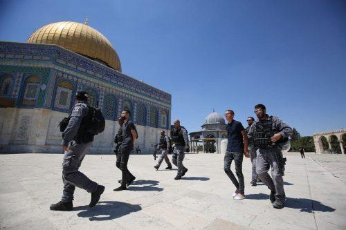 El nuevo gobierno de Israel sigue atacando la mezquita de…