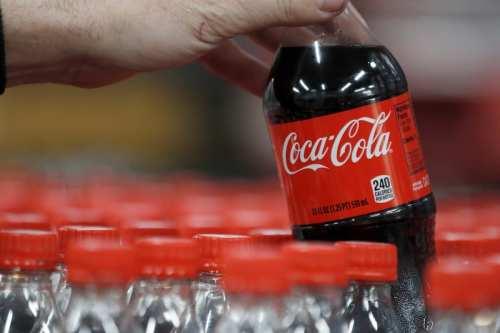 Coca-Cola se enfrenta a una dura reacción por prohibir poner…