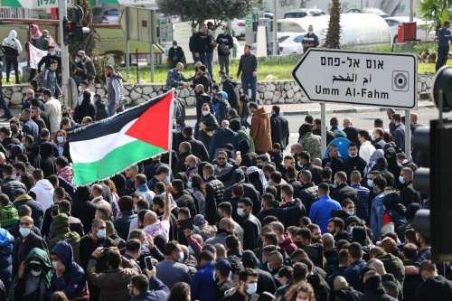 """Los palestinos en Israel corean """"Jerusalén es una línea roja""""…"""