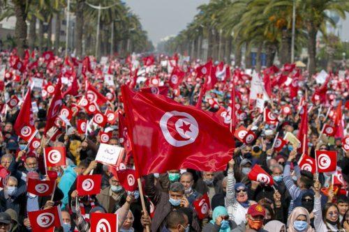"""El consejo de Ennahda insta a """"volver rápidamente al orden…"""