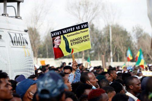 Miles de personas se manifiestan en la capital etíope contra…