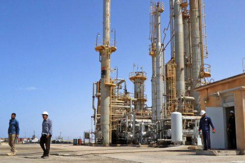 El Ministerio de Petróleo libio destituye al jefe de la…