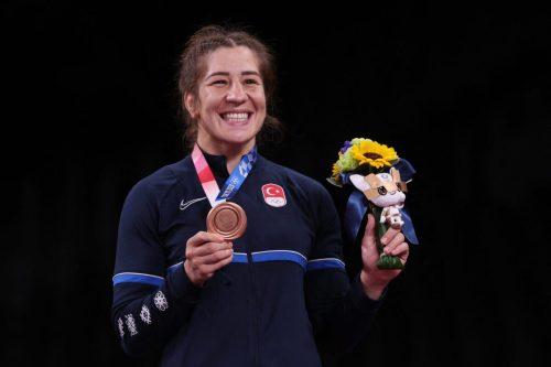 La turca Adar hace historia con el bronce olímpico en…