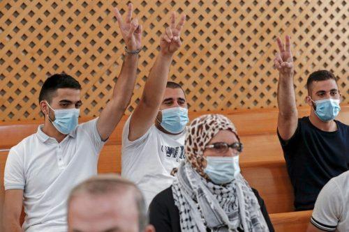 Un tribunal israelí congela la orden de desahucio de tres…