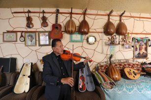 El músico palestino Khader Al-Bayed, en Gaza el 15 de septiembre de 2021 [Mohammed Asad/ MonitordeOriente].