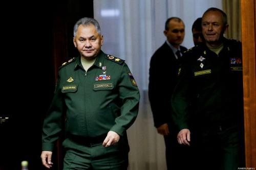 El ministro de Defensa ruso y el jefe militar iraní…