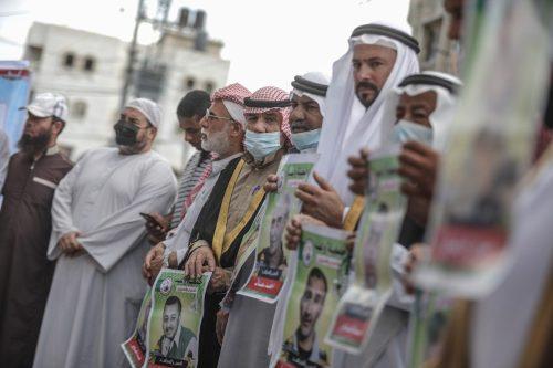 Cientos de presos palestinos inician una huelga de hambre