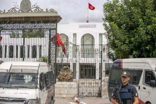 El Parlamento tunecino pide al presidente que anule las decisiones…