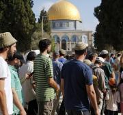 Dezenas de colonos israelenses invadem Al-Aqsa após reabertura do local sagrado