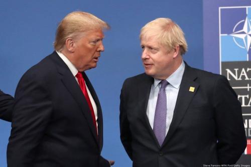 Presidente dos Estados Unidos Donald Trump e Primeiro-Ministro do Reino Unido Boris Johnson durante cúpula anual da Organização do Tratado do Atlântico Norte (OTAN), em 4 de dezembro de 2019 [Steve Parsons/WPA Pool/Getty Images]