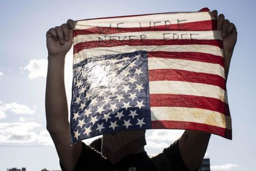 Protesto contra a morte de George Floyd em Minneapolis, Nova York, nos Estados Unidos. em 1 de junho de 2020. [Mostafa Bassim/Agência Anadolu]