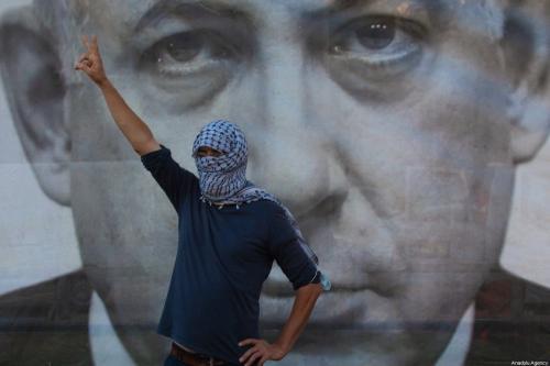 Manifestantes repudiam o plano israelense de anexar assentamentos ilegais nos territórios ocupados da Cisjordânia e Vale do Jordão, em Tel Aviv, 6 de junho de 2020 [Nir Keidar/Agência Anadolu]