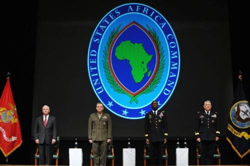 O secretário de Defesa dos EUA, Robert Gates, vice-presidente do Estado Maior Conjunto dos EUA, o general James Cartwright, o comandante cessante do Comando da África, o general William Ward e o chefe do Comando da África, general Carter Ham, na mudança de comando do Africom, em 9 de março de 2011 em Sindelfingen, Alemanha. [Mandel Ngan-Pool / Getty Images]
