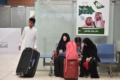 Passageiros aguardam voo no aeroporto de Abha, Arábia Saudita, 28 de dezembro de 2019 [Fayez Nureldine/AFP/Getty Images]