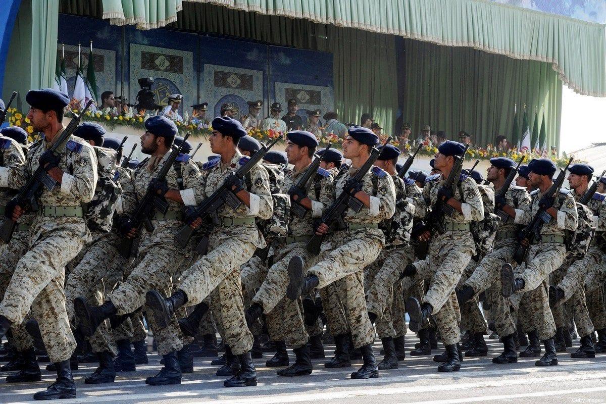Guarda Revolucionária do Irã marcha durante comemoração do 31° aniversário da guerra Irã-Iraque, na capital Teerã, 22 de setembro de 2011 [Kaveh Kazemi/Getty Images]