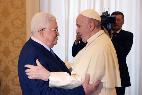 Presidente da Autoridade Palestina Mahmoud Abbas encontra-se com o Papa Francisco durante visita à Cidade do Vaticano, 3 de dezembro de 2018 [Thaer Ghanaim/Presidência Palestina/Agência Anadolu]