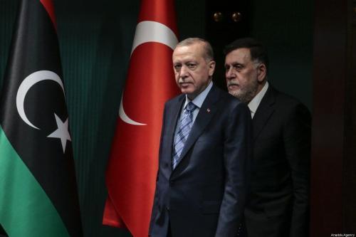 Presidente da Turquia Recep Tayyip Erdogan e Primeiro-Ministro da Líbia Fayez al-Sarraj realizam coletiva de imprensa conjunta no complexo presidencial em Ancara, Turquia, 4 de junho de 2020 [Metin Aktas/Agência Anadolu]