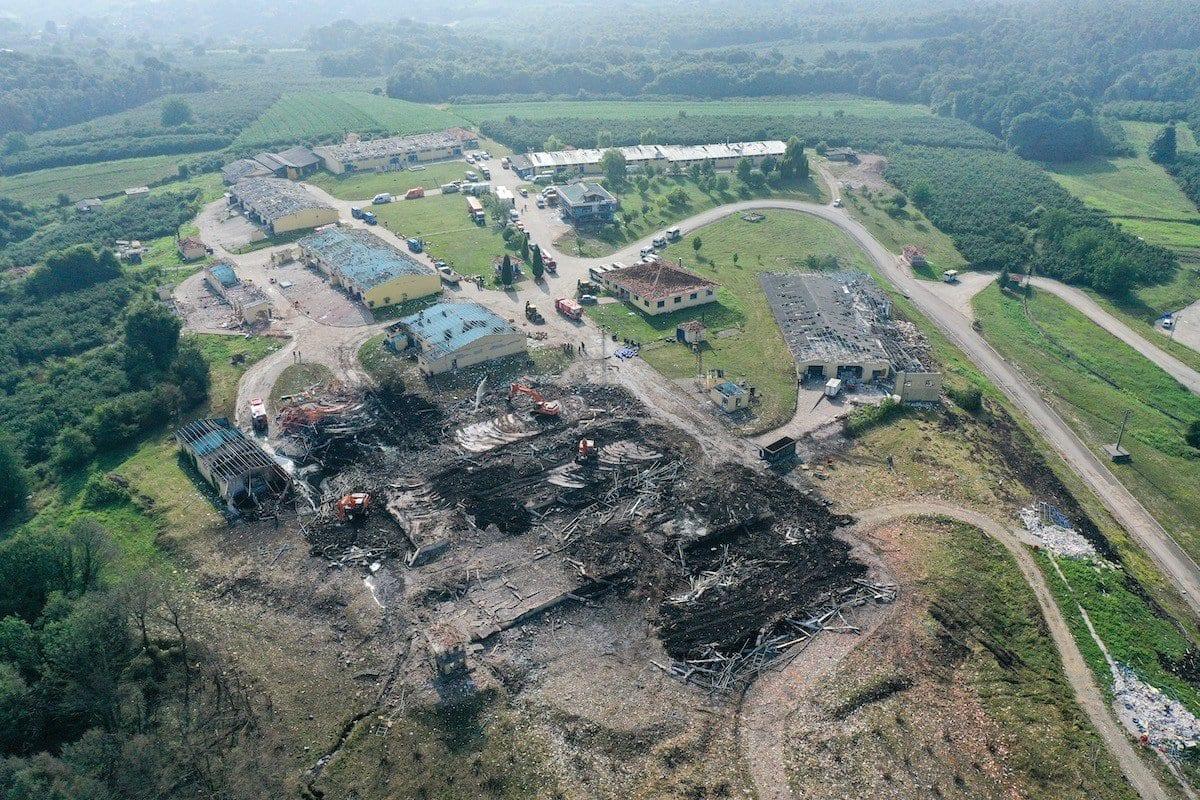 Imagem de drone mostra a destruição após explosão em uma fábrica de fogos de artifício no distrito de Hendek, província de Sakarya, Turquia, 4 de julho de 2020 [Muhammed Enes Yildirim/Agência Anadolu]