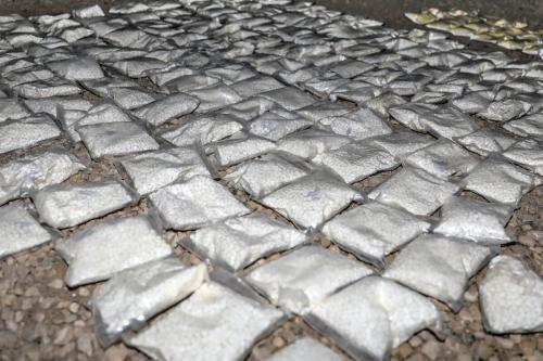 Mais de 127 sacolas plásticas cheias de uma droga viciante chamada Captagon apreendidas pelos parceiros dos EUA e da coalizão no sul da Síria e encaminhadas para destruição, em 31 de maio de 2018. [Exército dos EUA / WIkipedia]