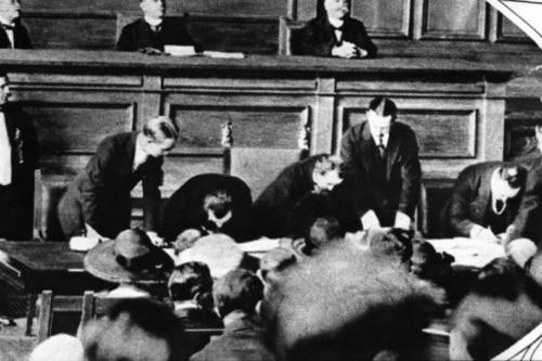 Assinatura do Tratado de Lausanne [Wikipedia]