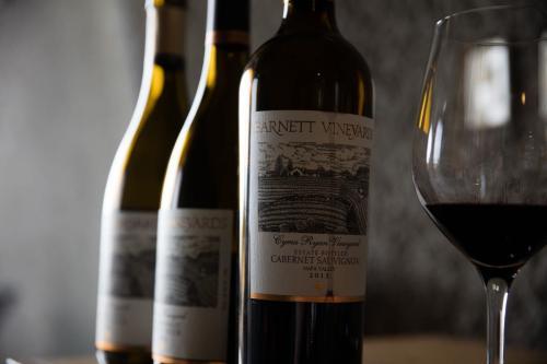 Garrafas de vinho, 17 de novembro de 2015 [Wine Country Media/Flickr]