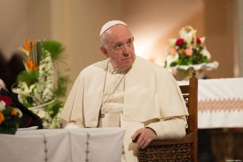 Papa Francisco discursa a fiéis durante visita à Catedral de São Pedro, em Rabat, Marrocos, 31 de março de 2019 [Jalal Morchidi/Agência Anadolu]