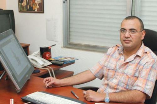 Emad Hajjaj, cartunista palestino-jordaniano, em 27 de agosto de 2020 [Al Quds]