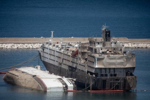 Navios danificados no porto de Beirute devido à explosão que matou mais de 200 pessoas no Líbano, 18 de agosto 2020 [Chris McGrath / Getty Images]