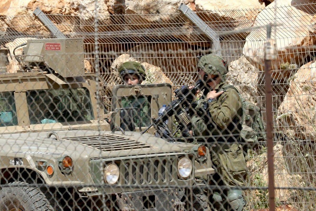 Tropas israelenses na fronteira com o Líbano, 8 de junho de 2018 [Mahmoud Zayyat/AFP/Getty Images]