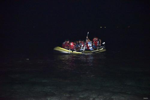 Refugiados em fuga da Síria no Mar Egeu [Ali Ballı / Agência Anadolu]
