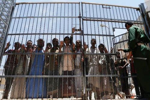 Prisioneiros iemenitas, 20 de junho de 2018 [Khaled Abdullah / Reuters]