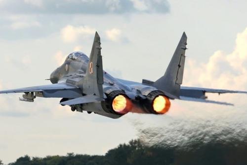 Avião de combate MiG-29 de fabricação russa [Youtube]