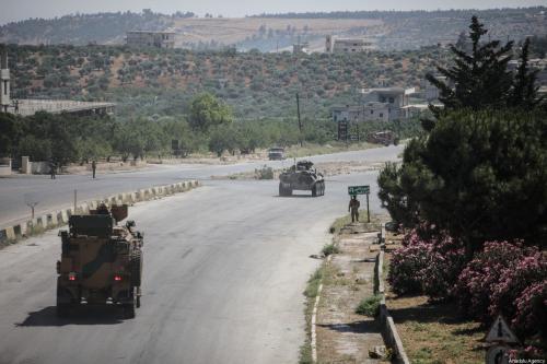 Patrulha conjunta da Rússia e Turquia conduzem ronda na rodovia M4, em Idlib, Síria, 10 de junho de 2020 [Izzedin Idlibi/Agência Anadolu]