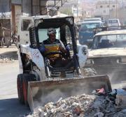 Capacetes Brancos limpam escombros de idlib, deixados por ataques de Assad