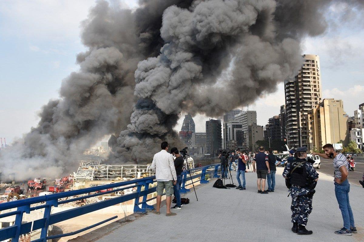 Cortina de fumaça toma os céus do Líbano, após uma grande incêndio, em 10 de setembro de 2020 [Mahmut Geldi/Agência Anadolu]