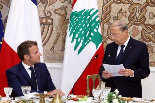 Presidente do Líbano Michel Aoun realiza um jantar para receber o Presidente da França Emmanuel Macron no Palácio Presidencial de Baabda, em Beirute, capital do Líbano, 1° de setembro de 2020 [Presidência do Líbano/Agência Anadolu]